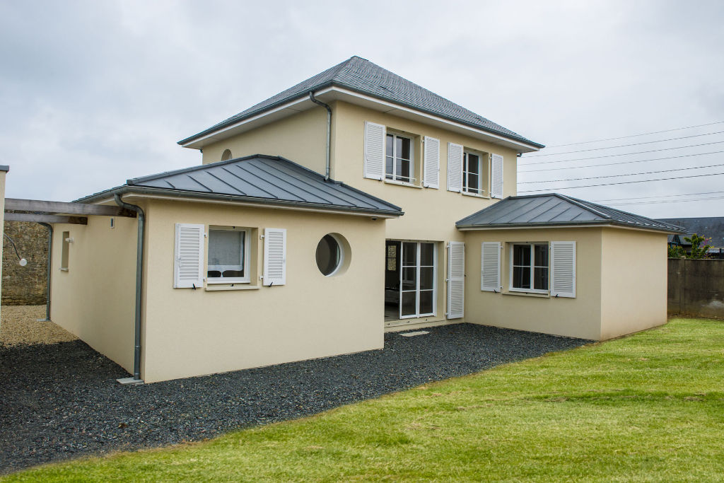 Maison traditionnelle toit zinc
